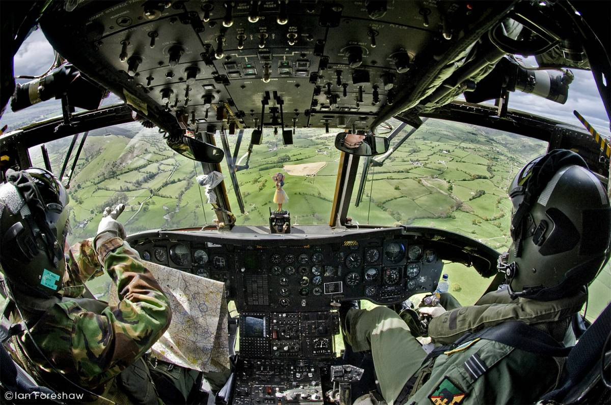acrylic and polycarbonate windshields and windows ROYAL AIR FORCE CH-47